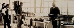 Photo prise à l'intérieur de l'usine de production des couteaux Kai entre 1928 et 1947