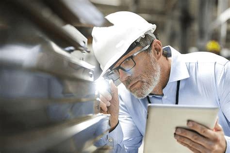 Ingénieur contrôlant la qualité et assurant que les contrôles soient systématiquement fait