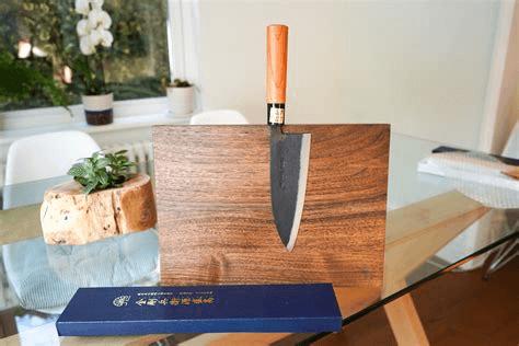 Ce couteau est très résistant grâce à sa conception et vous permet de ressentir la découpe du poisson