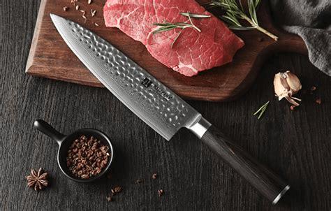 Le couteau Gyuto est parfait pour effectuer toutes les taches que vous souhaitez effectuer avec un couteau de chef japonais !