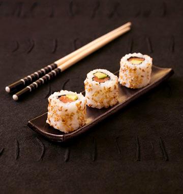 image de maki inversé, qui est aussi un nom de cette recette