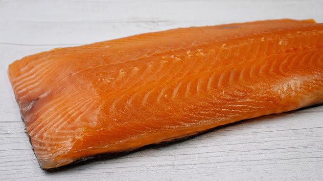 Le saumon est un très bon ingrédient pour faire des makis inversé