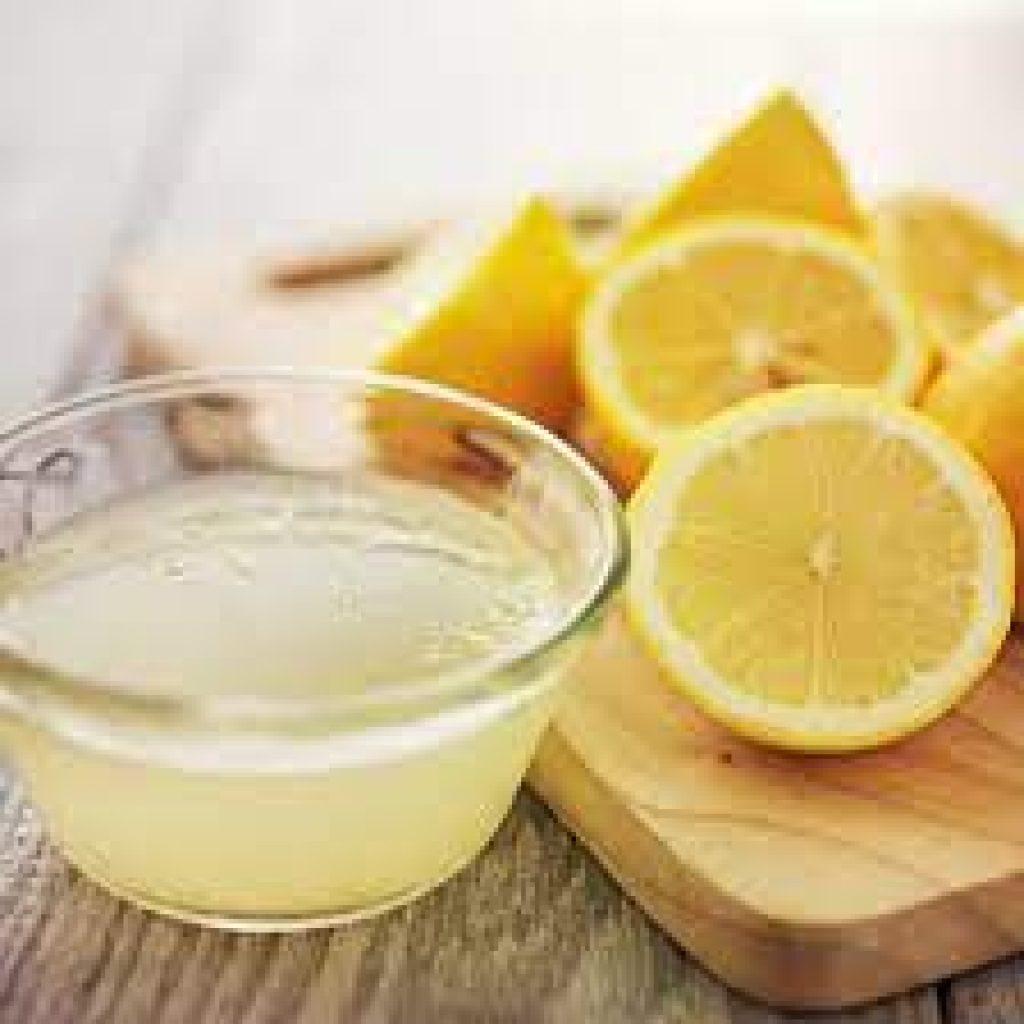 Le jus de citron fonctionne bien pour enlever la rouille sur un couteau de cuisine